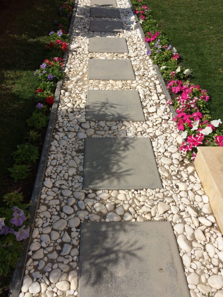 40 Simply Amazing Walkway Ideas For Your Yard - Gardenholic on Small Walkway Ideas id=65438